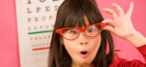 075c72b124e1b Conheça as causas do estrabismo infantil   Lentes e Óculos Viallure
