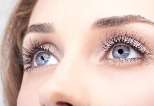 0baf16a40 A beleza dos olhos cinzas com lente de contato colorida | Lentes e ...