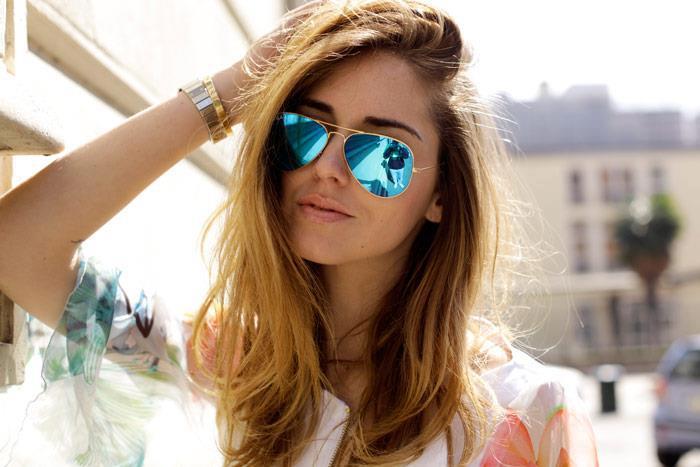 Lindos e modernos  conheça os óculos de sol queridinhos das mulheres ... 1f57e4e4d3